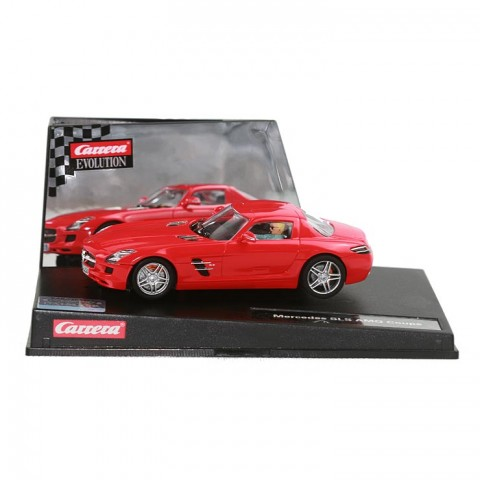 Ein Carrera Mercedes SLS AMG Coupé rot