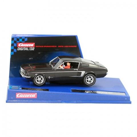 Ein Carrera Ford Mustang 67 schwarz